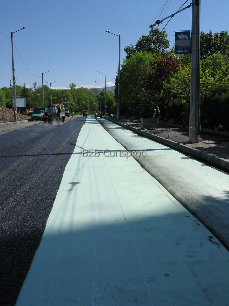 Geotextile with Anti-Fracture and Barrier role